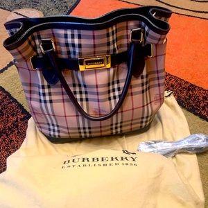 ❣️Burberry Haymarket Medium Shoulder/Crossbody Bag